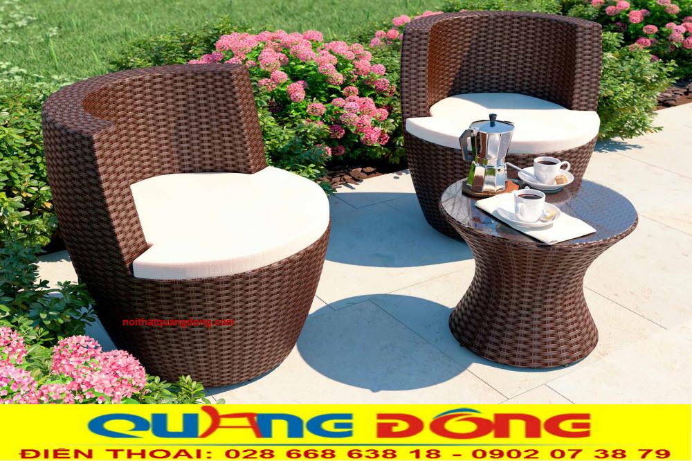 Gam màu nâu được thêm cho bộ bàn ghế giả mây QD-367, khá phù hợp với khu vực sân vườn ngoài trời