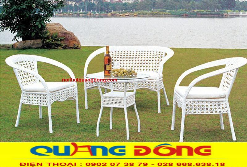 bàn ghế sân vườn là sản phẩm không thể thiếu của quán cafe, khu resort, và ngày nay thì chủ yểu được sử dụng bàn ghế giả mây
