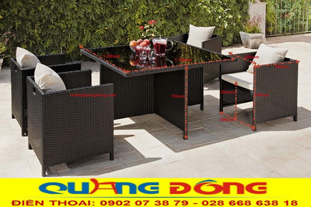 Bộ bàn ghế giả mây QD-391 thiết kế thông minh, bạn có thể xếp gọn 4 chiệc ghế vào chiếc bàn vuông rất gọn gàng khi không sử dụng, dễ bảo quản khi sử dụng cho sân vườn ngoài trời.