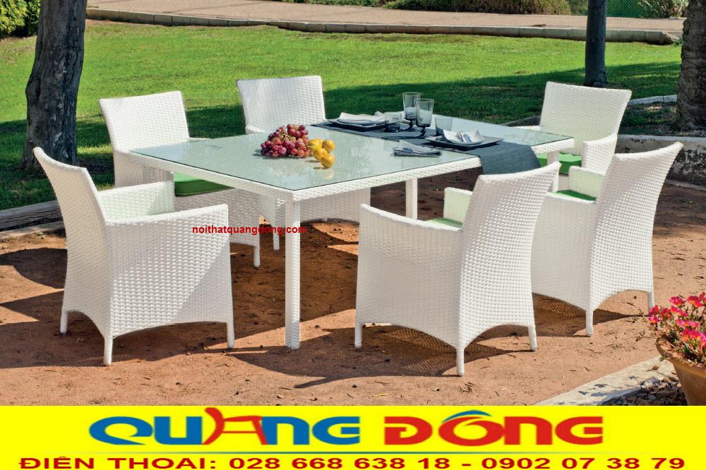 Mẫu bàn ghế ngoài trời sân vườn ngoài trời màu trắng đẹp mắt ấn tượng