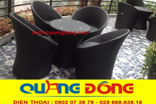 bàn ghế giả mây QD-266 với kiểu dáng tròn hình trứng lạ mắt,tông màu đen mạnh mẽ, bạn có thể dùng mẫu ghế giả mây này cho cả nội và ngoại thất
