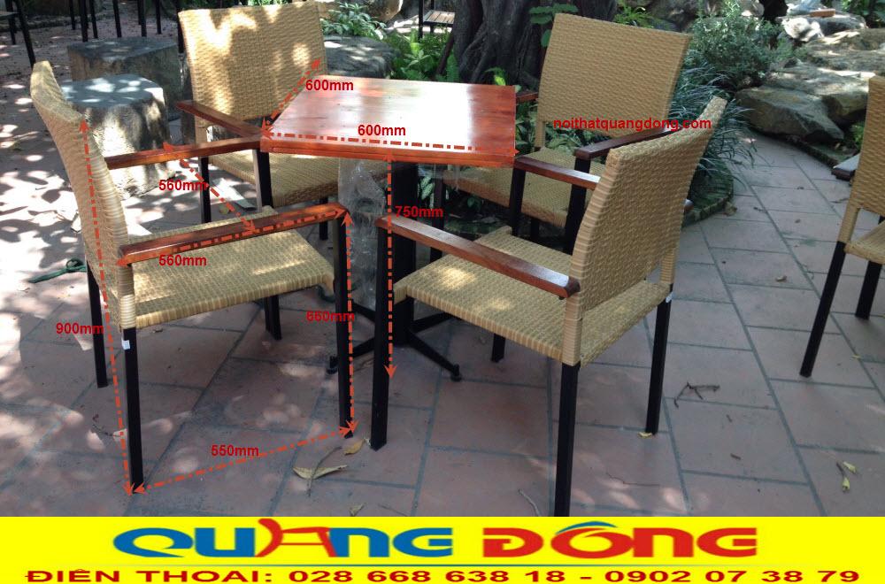 Bộ bàn ghế giả mây QD-301 thiết kế vuông vức đơn giản nhưng vô cùng cũng chắc này sẽ là giải pháp tối ưu cho khu vực sân vườn ngoài trời quán cafe