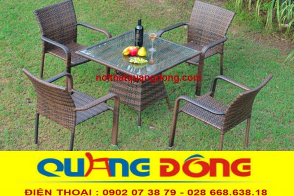 bàn ghế giả mây QD-326 tưởng chừng như đơn giản nhưng rất sang trọng khi bạn sử dụng cho khu vực ngoài trời sân vườn quán cafe, khu resort