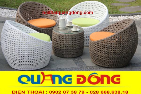Bộ bàn ghế giả mây QD-346 thiết kế hình trái trứng độc đáo kết hợp kiểu đan mắt cáo đẹp lạ thoáng đãng , tạo cảm giác mát mẻ khi sử dụng cho ngoài trời sân vườn