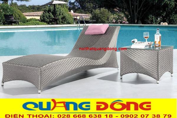 Ghế nằm hồ bơi QD-1238 bằng nhựa giả mây bền đẹp, sản phẩm thư giãn tắm nắng tuyệt vời cho bể bơi.