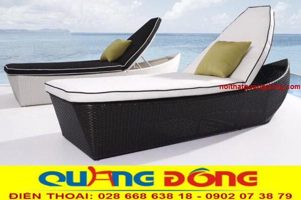 Mẫu ghế nằm hồ bơi thiết kế ấn tượng mô phỏng hình chiếc thuyền  đẹp mắt