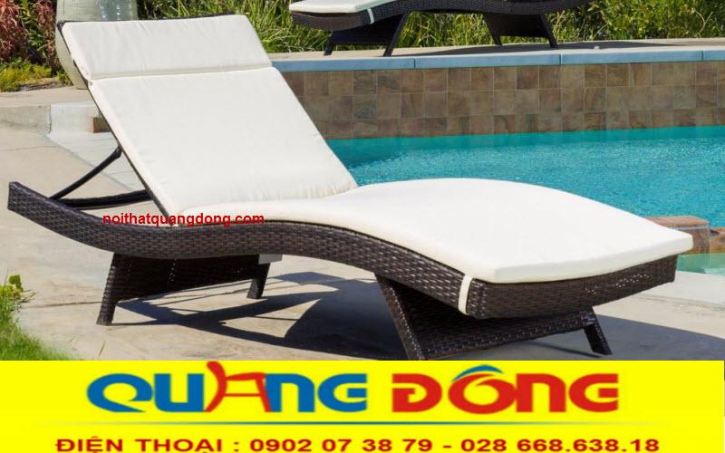 Ghế nằm hồ bơi QD-578 với gam màu nâu trang nhã đi kèm là nệm trượt nước màu kem tạo điểm nhấn cho không gian bể bơi, với chất liệu nhựa giả mây chịu mưa nắng tốt rất bền với thời gian