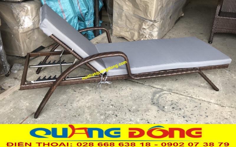 Ghế bể bơi giả mây bền đẹp chất lượng, mẫu ghế nằm hồ bơi QD-595 ghi hình tại Xưởng Nội Thất Quang Đông