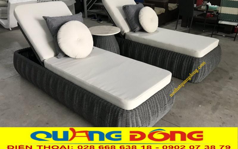 Mẫu ghế nằm hồ bơi QD-1256 đan sợi dây dù polythene giả mây cao cấp, sản phẩm được đan thủ công mỹ nghệ truyền thống mang nét đẹp tự nhiên