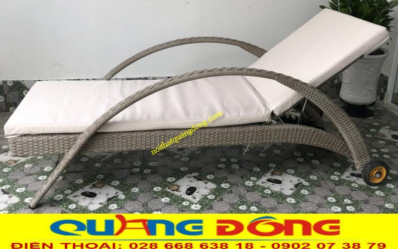 Mẫu ghế nằm hồ bơi giả mây QD-252 sử dụng nệm lót vải chống thấm trượt nước cao cấp