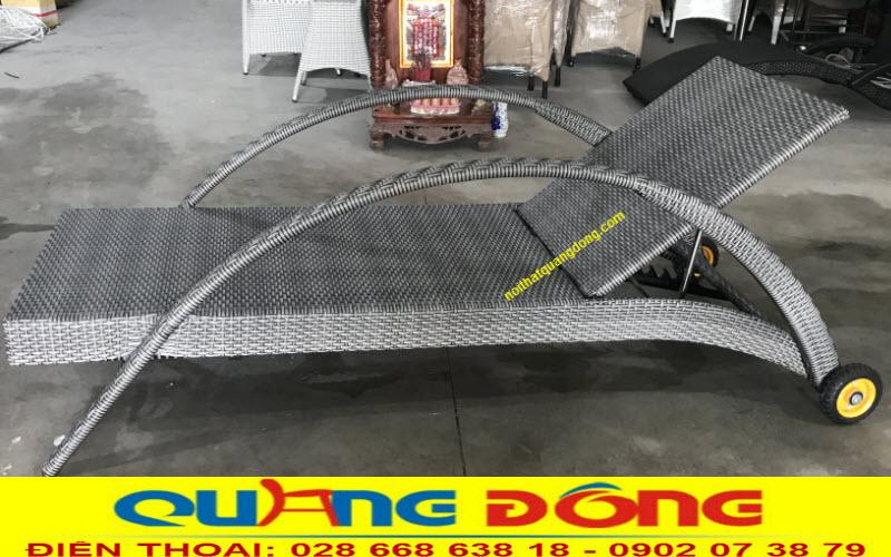 Mẫu ghế nằm hồ bơi QD-252 được áp dụng gam màu xám khói