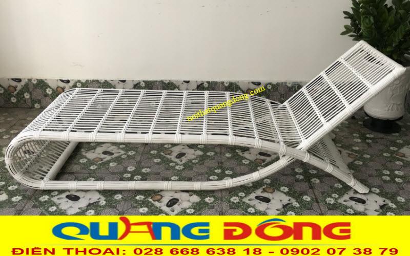 Mẫu ghế nằm hồ bơi QD-563 đan sợi mây nhựa màu trắng tinh khiết