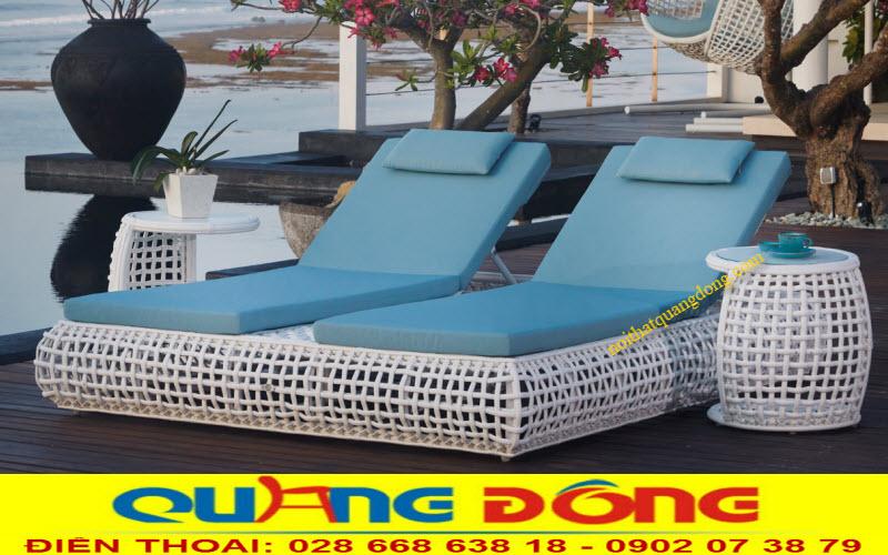 Mẫu ghế nằm hồ bơi QD-588 màu trắng tính khiết được thiết kế dạng đôi dùng cho 2 người nằm, sản phẩm bằng nhựa giả mây cao cấp