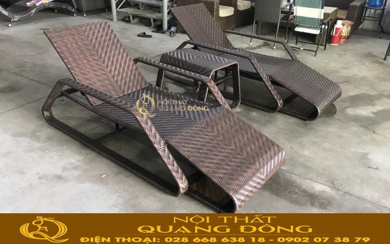 Mẫu ghế nằm hồ bơi QD-591 được đan thủ công mỹ nghệ bằng sợi mây nhựa cao cấp, kết hợp kiểu đan lóng 3 vô cùng chắc chắn