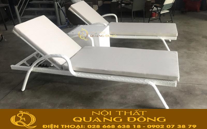Mẫu ghế nằm hồ bơi QD-595 đan thủ công bằng sợi mây nhựa màu trắng sang trọng, đẹp cho mọi góc nhing