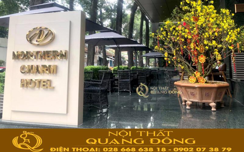 Mẫu bàn ghế giả mây QD-293 sản phẩm của Nội Thất Quang Đông tại khu vực garden northern charm hotel