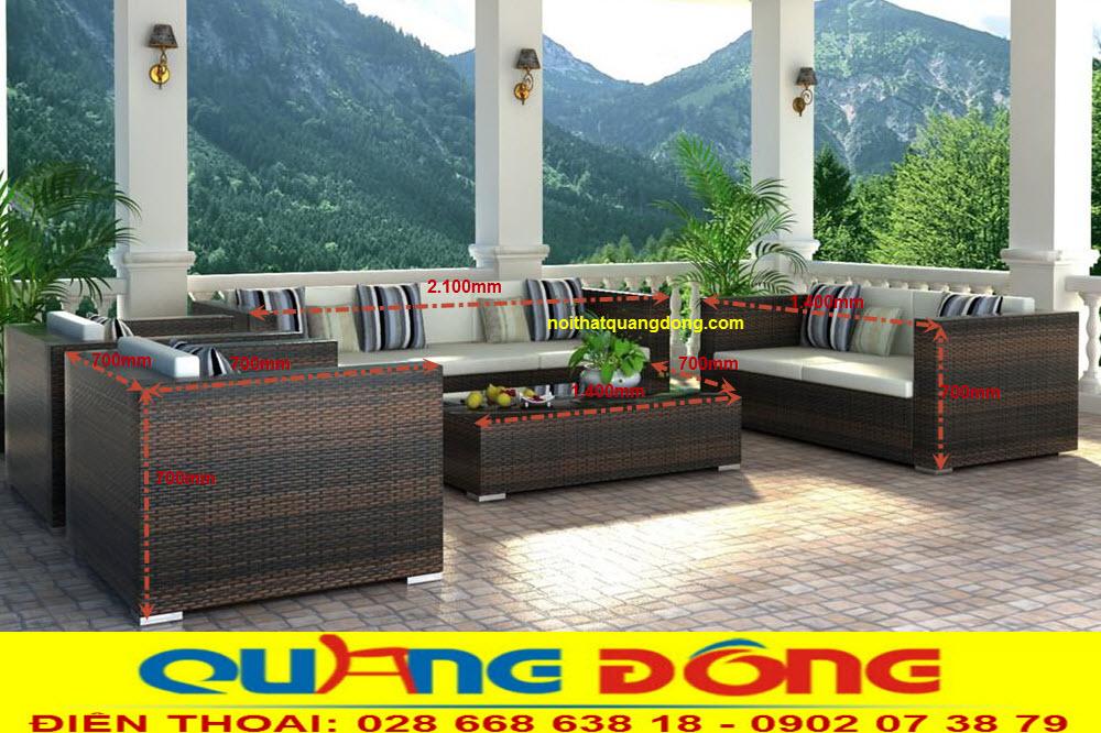 Bàn ghế sofa dùng cho ngoại trời sân vườn bằng nhựa giả mây, tạo cảm giác thân thiện gần gũi với thiên nhiên