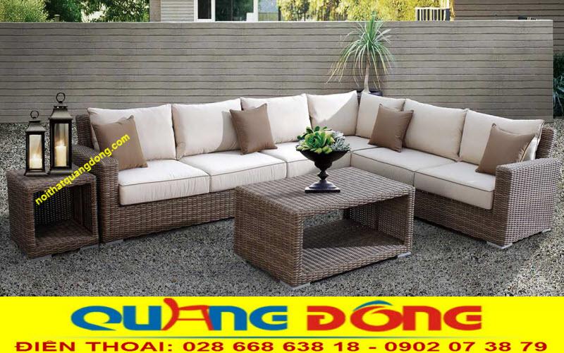 Mấu sofa góc dùng cho sân vườn ngoài trời bằng nhựa giả mây, với kiểu dáng vuông vức đơn giản