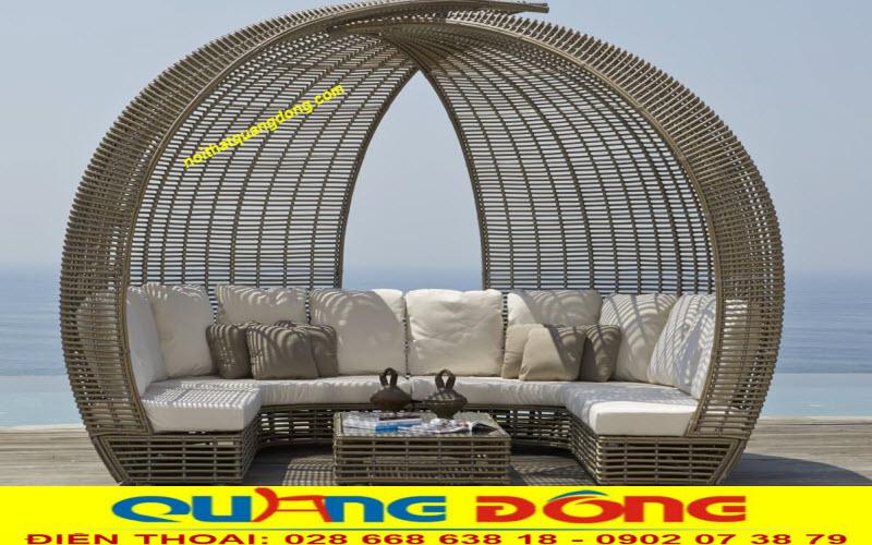 Bộ sofa ngoài trời QD-655 thiết kế mái vòm độc lạ, sản phẩm được đan sợi mây nhựa bán nguyệt bản lớn 14 ly chịu mưa nắng