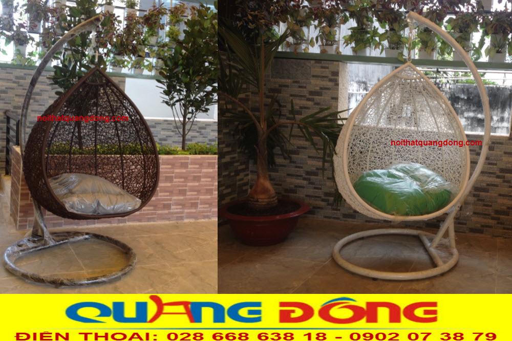Xích đu hình giọt nước trang trí cho sân vườn, được sử dụng kiểu đan rối hình tổ chim lạ mắt gần với thiên nhiên